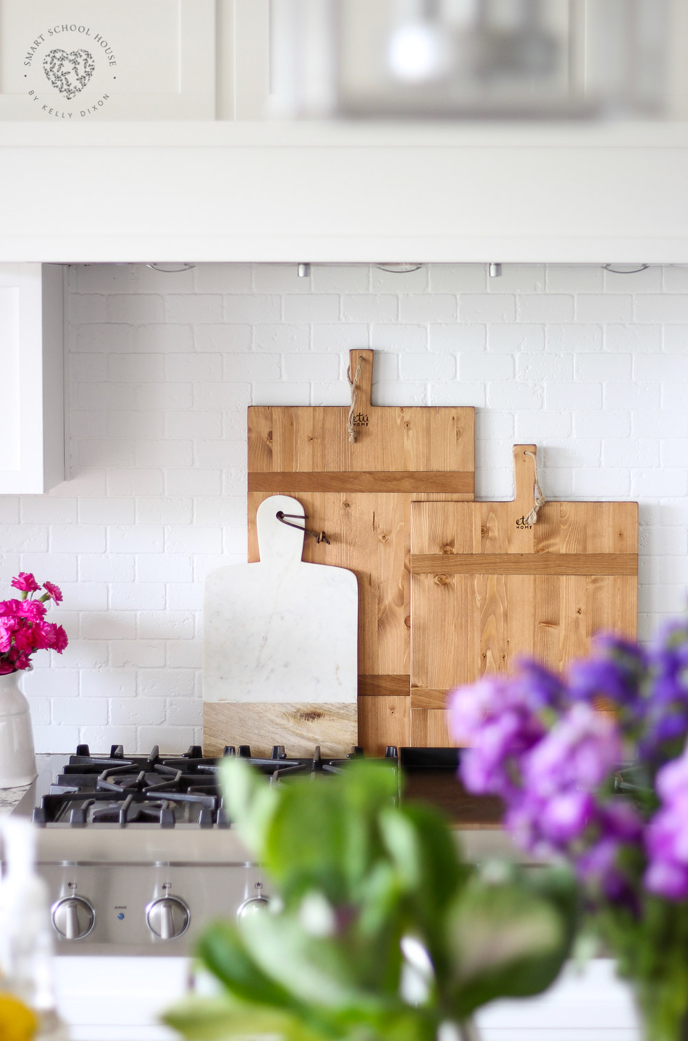 Decorating with Wood Cutting Boards. #cuttingboards #farmhousekitchen #kitchendecor
