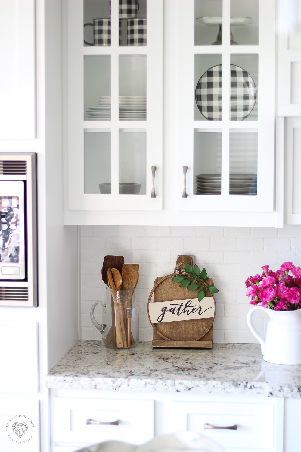 Decorating with Wood Cutting Boards. #cuttingboards #farmhousekitchen #kitchendecor #buffaloCheck