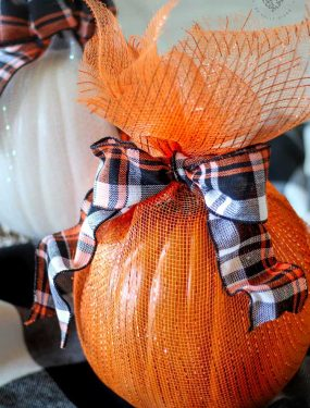 Pumpkins Wrapped in Mesh. A no-carve pumpkin decorating idea!I love how the pumpkins sparkle and look all dressed up without any carving.#pumpkindecor #decoratingwithpumpkins #DIYHalloweenDecorations #DecoMeshPumpkin