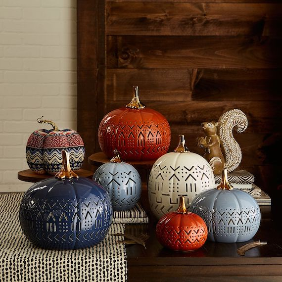 Gorgeous Fall Decorations. Bolds & golds #falldecor #falltable #falldecorations #thanksgivingdecor