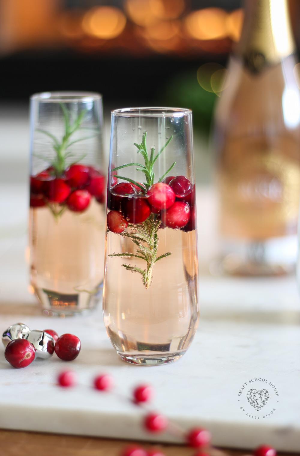 Christmas Sparkling Rosé & Delicious Appetizer Idea #ChristmasDrinks #ChristmasCocktails #ChristmasAppetizers #ChristmasPartyIdeas