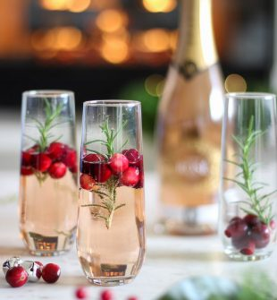 Christmas Sparkling Rose & Delicious Appetizer Idea #ChristmasDrinks #ChristmasCocktails #ChristmasAppetizers #ChristmasPartyIdeas