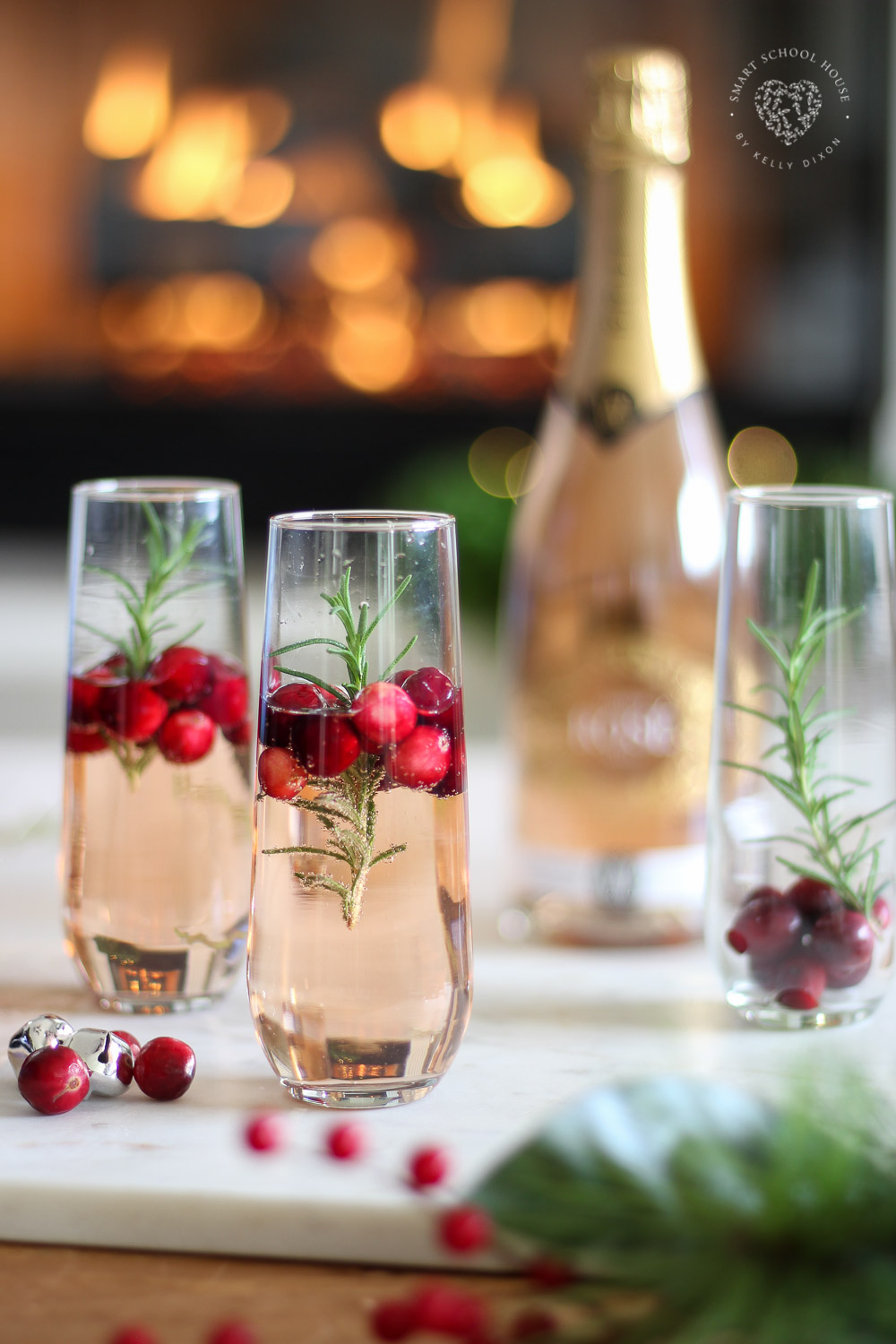 Christmas Sparkling Rosé & Delicious Appetizer Idea #ChristmasDrinks #ChristmasCocktails #ChristmasAppetizers #ChristmasPartyIdeas