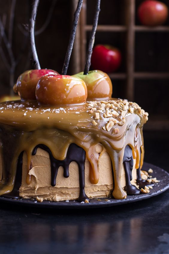 Here is a creative and unique idea of Salted Caramel Apple Snickers Cake to serve at your Thanksgiving feast