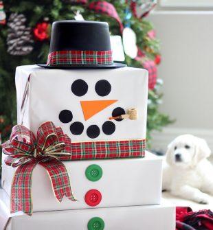 Christmas Cardboard Box Snowman - Make Christmas Magical for the kids! #CardboardBoxCrafts #DIYChristmasDecor #ChristmasGiftWrappingIdeas #DIYChristmas