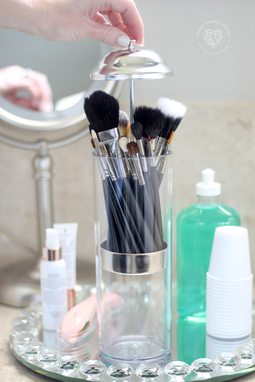 Organization and Tidy Tips - Use a straw dispenser to organize and store makeup brushes. Brilliant and cute! More must-see tips here #MakeUpBrushes #BathroomOrganization #TidyTips #OrganizingTips