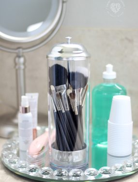 Organization and Tidy Tips - Use a straw dispenser to organize and store makeup brushes. Brilliant and cute! More must-see tips here. #MakeUpBrushes #BathroomOrganization #TidyTips #OrganizingTips