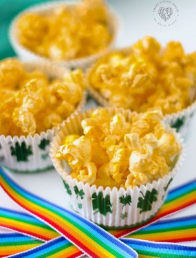 Gold Popcorn for St. Patrick's Day! Sparkly golden popcorn made with edible gold spray. #StPatricksDay #Popcron #RainbowCrafts