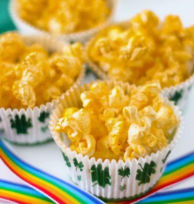 Gold Popcorn for St. Patrick's Day! Sparkly golden popcorn made with edible gold spray. #StPatricksDay #Popcron #RainbowCrafts