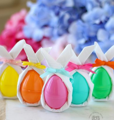 "Give your plastic Easter eggs a ""Wow"" factor with these easy DIY bunny ear napkins! #Easter #EasterEggs #DecoratingEasterEggs #DIYEasterDecor #EasterCraft"