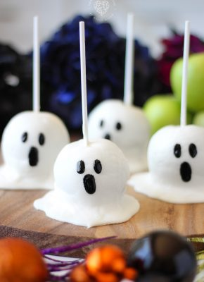 Boo! How to make perfect gourmet looking Candy Apple Ghost in 3 simple steps.