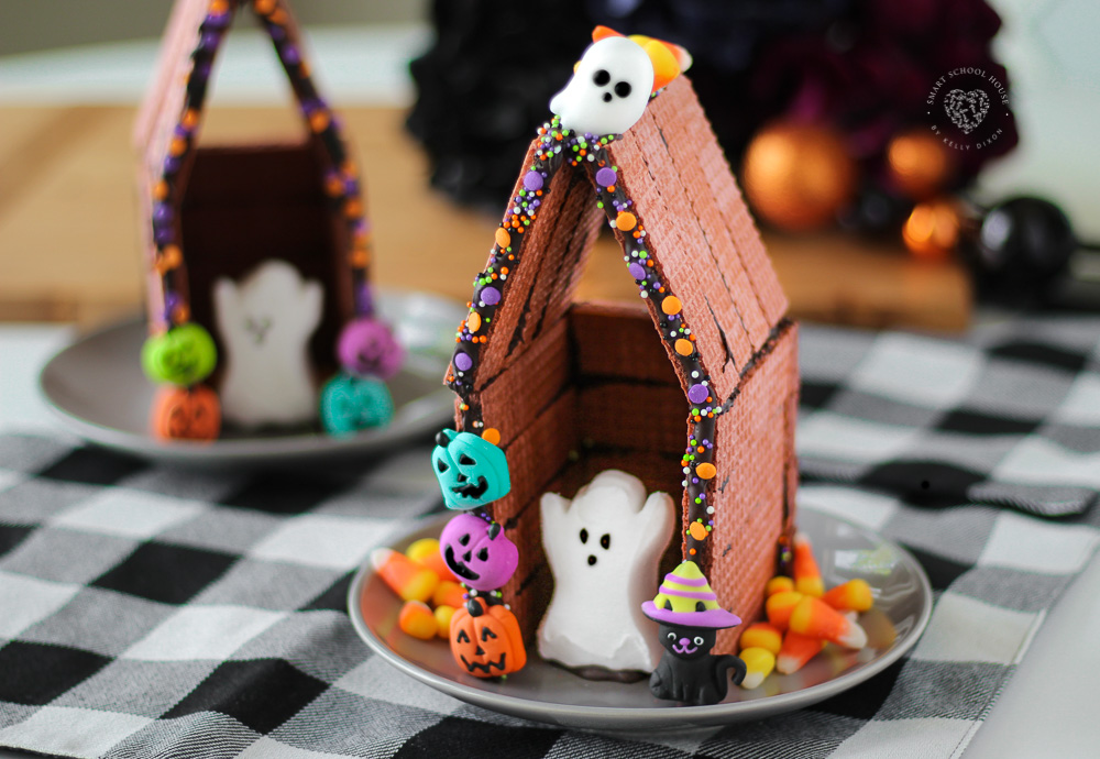 Haunted Peeps Houses! An easy DIY Halloween craft idea for all ages.
