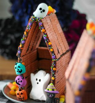 Halloween Peeps Houses! An easy DIY Halloween craft idea for all ages.
