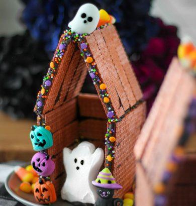 Halloween Peeps Houses! An easy DIY Halloween craft idea for all ages.