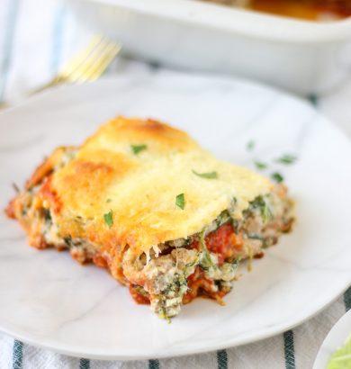 Million Dollar Lazy Lasagna: Baked Ravioli Casserole Recipe. Easy dinner idea for kids and families. #pastarecipes #lazylasagna #lasagnarecipes #casserolerecipes #ravioli #bakedcasseroles #bakedrecipes
