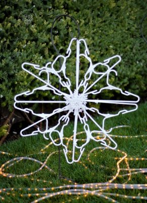 Use child size plastic hangers and zip ties to make a hanger snowflake! Decorate for the holidays with these beautiful DIY snowflakes made out of hangers.