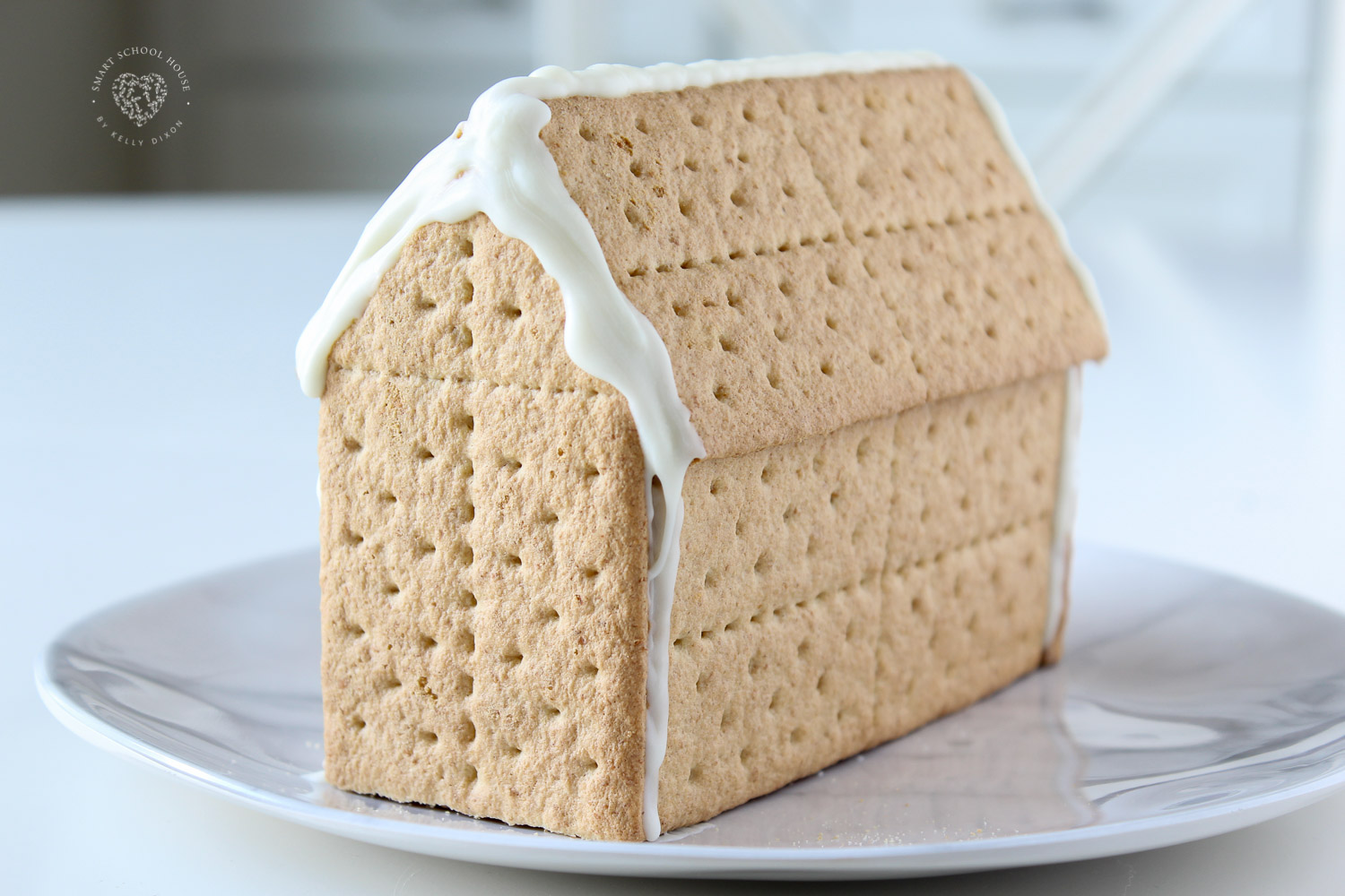 How to make a gingerbread house using graham crackers