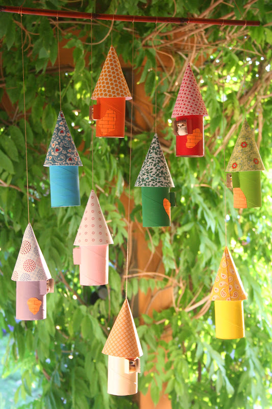 Toilet Paper Birdhouse Ornaments - Imagine how these birdhouse ornaments could be made to use for different occasions or holidays.