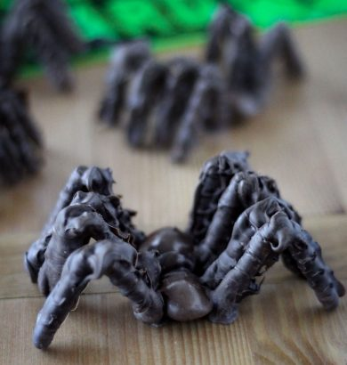 Made with Milk Duds, pretzels, and chocolate! Chocolate Tarantulas are a fun, creepy, and AWESOME Halloween food craft for the kids!