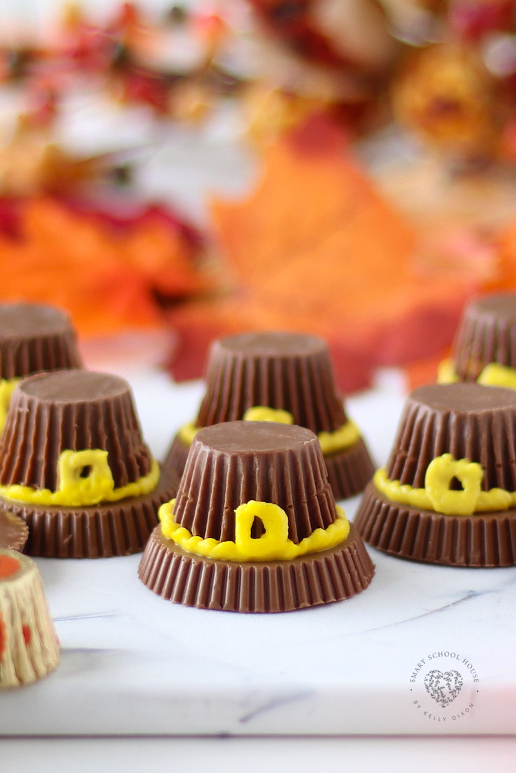 These Candy Pilgrim Hats Are A Fun Dessert Idea For Thanksgiving.
