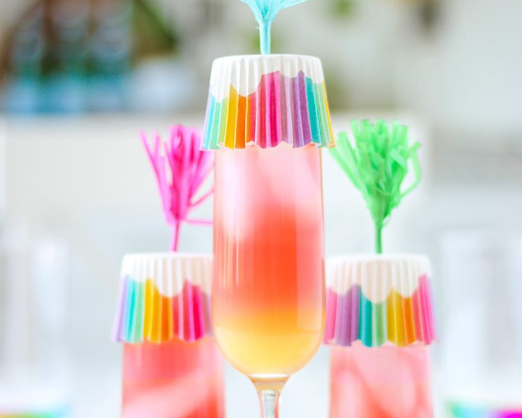 Adorable Cupcake Liner Drink Covers to prevent bugs from enjoying my pretty drinks! Not only practical, but this tip is also a fun way to brighten up the table!