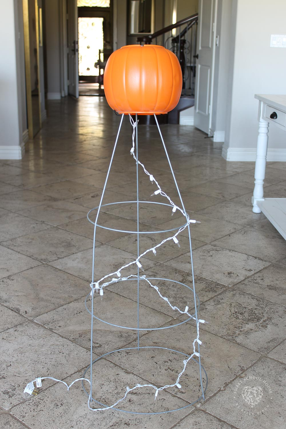 How to Make a Tomato Cage Ghost