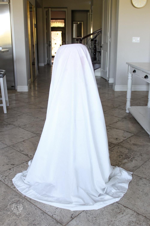 DIY Halloween Ghost Decoratin