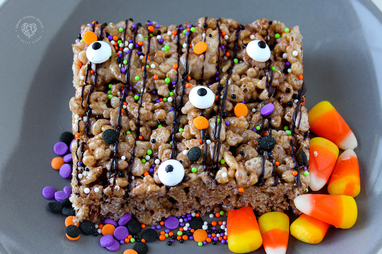 Make these Halloween Cocoa Krispies Treats with your kids for a fun, festive activity. These delicious dessert bars are made with Cocoa Krispies and drizzled in with chocolatey goodness.