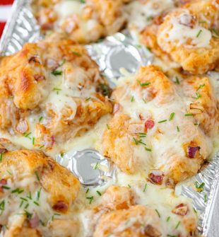 BBQ Chicken Bubble Up Pizza Cups - Buttery soft biscuits combined with chicken covered in BBQ sauce and topped with lots of melted cheese.