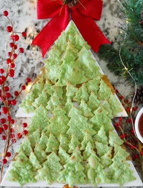 Everything about these Christmas Tree Tortilla Chips is fun! They are not only adorable, the crunchy little trees dress up any dish or platter for the holidays.